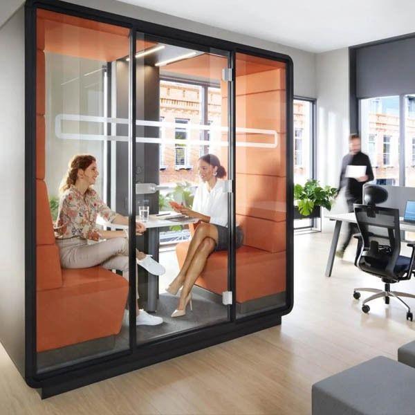 Hush meet overlegruimte in open kantoor