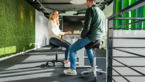 Het belang van een in hoogte verstelbaar bureau