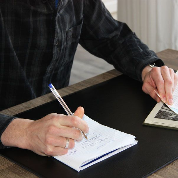 Verwarmde-bureau-onderlegger-zwart-huiswerk